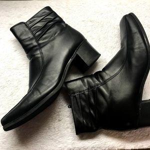 La Canadienne Fur Lined Black Leather Boots 12 M
